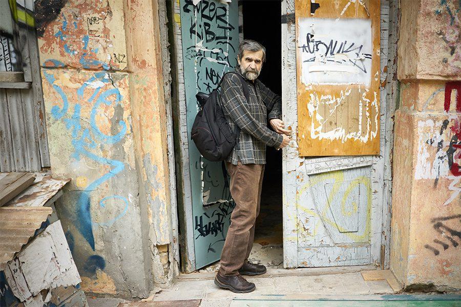 3 9 - <b>Упродовж 25 років математик рятує історичну пам'ятку в центрі Києва.</b> Влада міста каже, що він заважає - Заборона