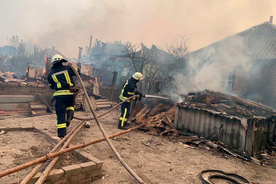 foto dsns ukrayiny 2 - <b>В Луганской области несколько дней горят леса.</b> Вместе с пострадавшим от пожара рассказываем, что произошло - Заборона