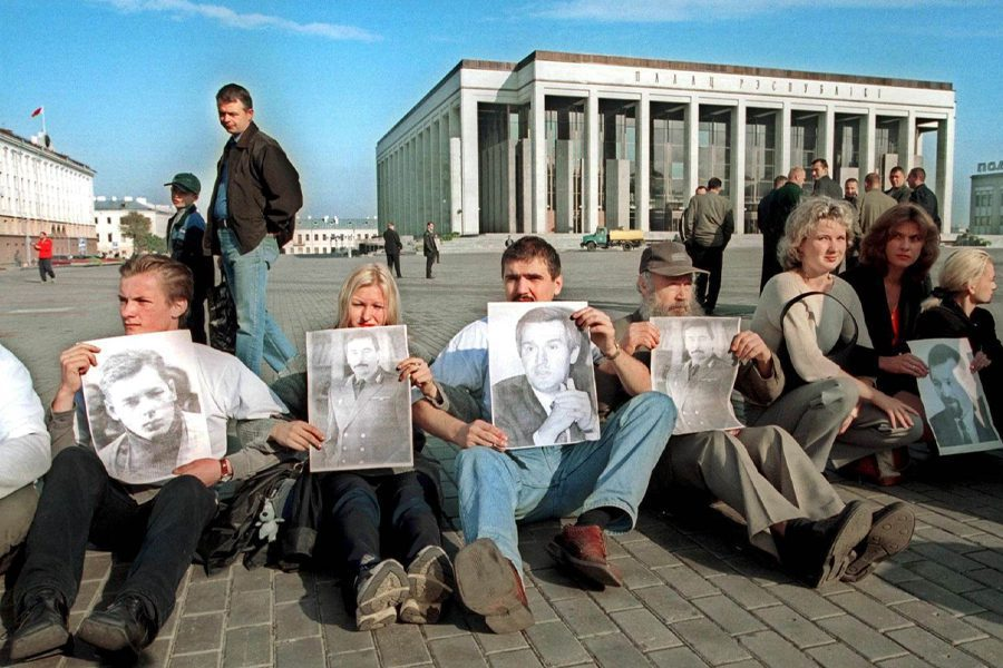 2 1 - <b>У Білорусі триває найжорсткіша президентська кампанія за всю історію незалежності</b>. Чому так і що далі – в репортажі Заборони - Заборона