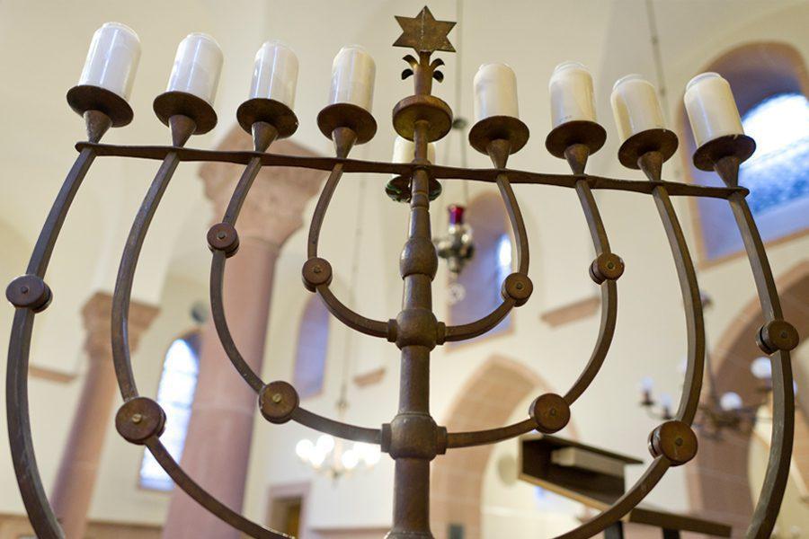 2 2 - <b>В Мариуполе напали на синагогу, но полиция не расследует это как антисемитизм.</b> Заборона рассказывает, как отличить ксенофобию от «покушения на убийство» - Заборона