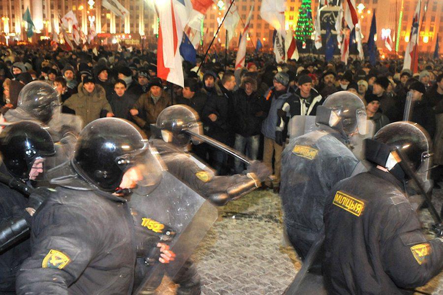 6 - <b>У Білорусі триває найжорсткіша президентська кампанія за всю історію незалежності</b>. Чому так і що далі – в репортажі Заборони - Заборона