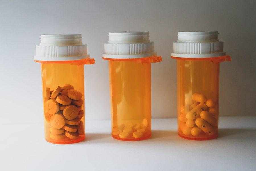 foto gabrielle rocha rios - <b>Мы выбрасываем лекарства, а потом пьем их с водой.</b> Рассказываем, чем опасны бытовые медицинские отходы и что с ними делать - Заборона