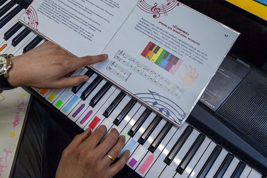 music autism 3 - <b>Музика для особливих.</b> Заборона розповідає про музиканта, який вчить дітей з аутизмом - Заборона