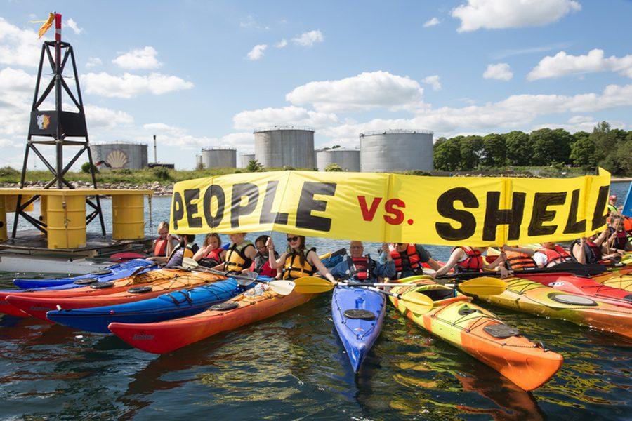 protest against shell at fredericia in denmark greenpeace.org  - <b>Коротка історія Грінпіс.</b> Заборона розповідає, як ця організація змінювала світ - Заборона