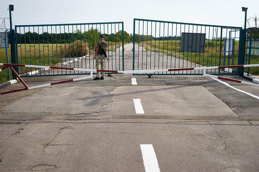 14 1 - <b>Стена на пустыре.</b> При строительстве защитных сооружений на границе снесли сотни археологических памятников - Заборона