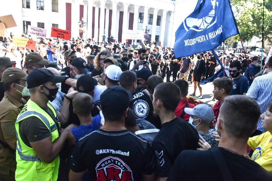 5 1 - <b>В Одессе радикалы напали на Марш равенства.</b> Полиция не реагировала на это, а агрессоров не будут судить за гомофобию - Заборона