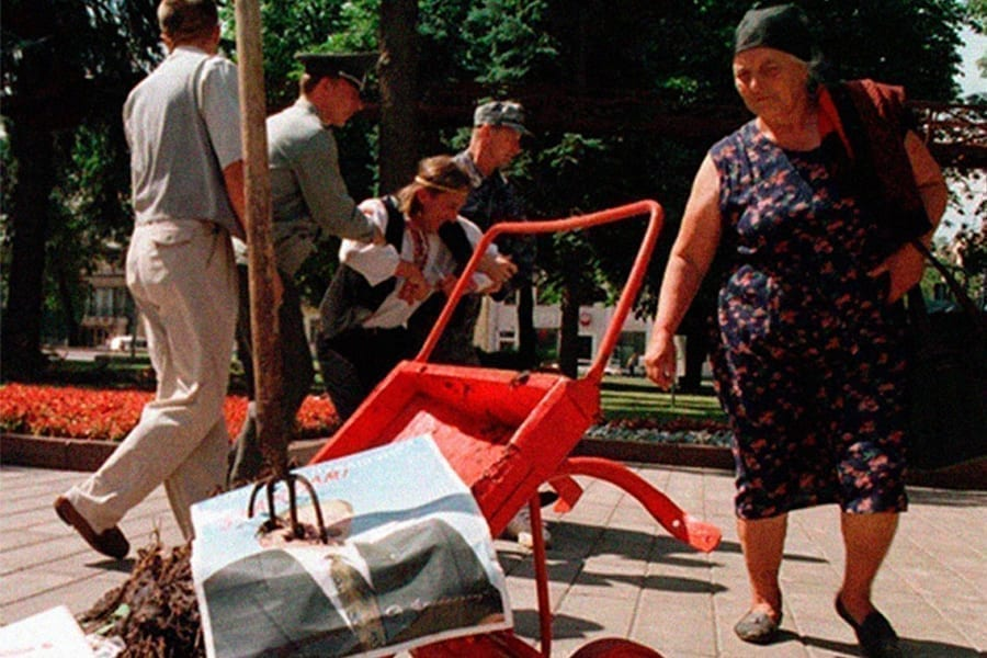 2 15 - <b>«Системе нужны художники для декораций».</b> Беларуский акционист Алексей Кузьмич о протестном искусстве - Заборона
