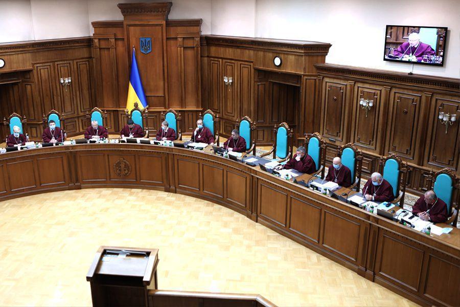 3 27 - <b>Конституционный Суд Украины закрыл доступ к декларациям чиновников.</b> Это решение может быть критичным для страны — объясняем, почему - Заборона