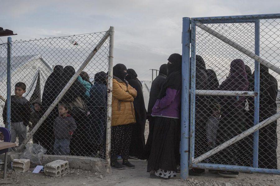 3 4 - <b>У сирійських таборах живуть десятки українок із дітьми, які втекли з ІДІЛ.</b> Вони роками чекають повернення на батьківщину, але їх не забирають - Заборона