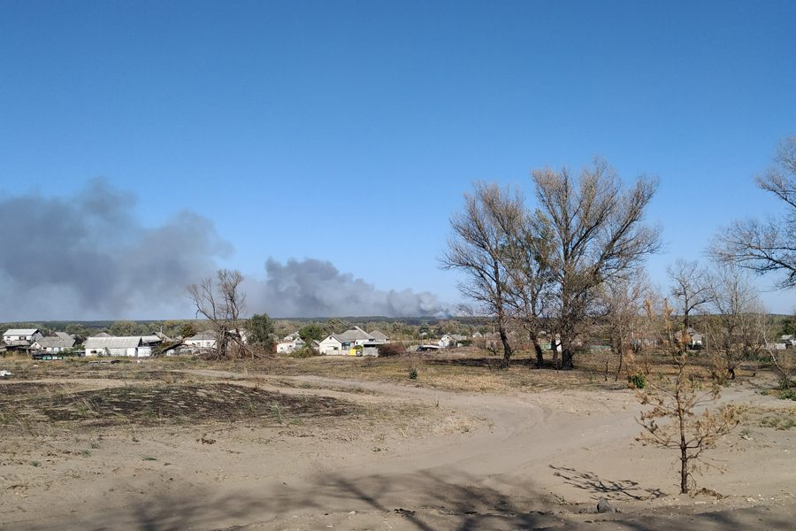 5 3 - <b>«Кому теперь нужна эта пустыня Сахара?»</b> В Луганской области горят леса и села, а волонтеры — тушат - Заборона