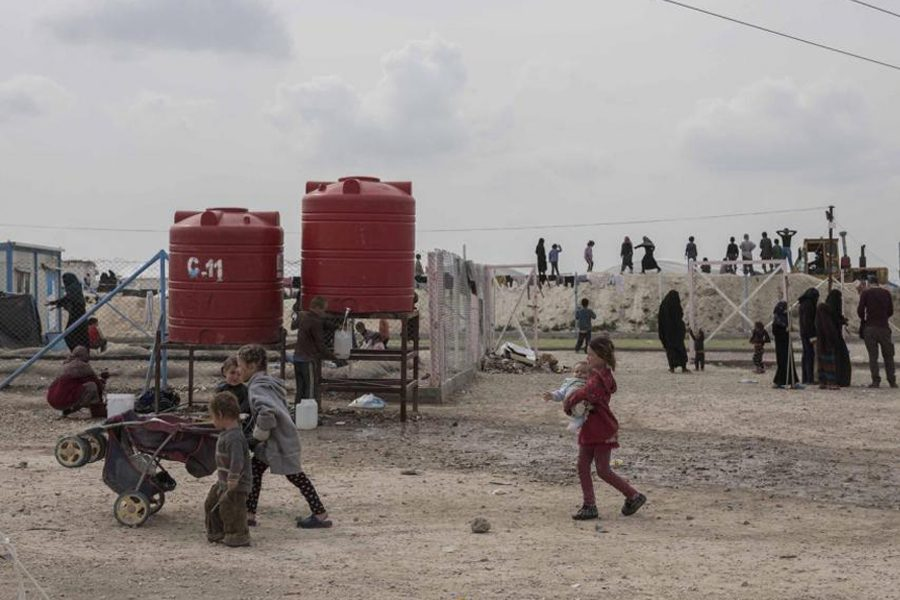 5 4 - <b>У сирійських таборах живуть десятки українок із дітьми, які втекли з ІДІЛ.</b> Вони роками чекають повернення на батьківщину, але їх не забирають - Заборона