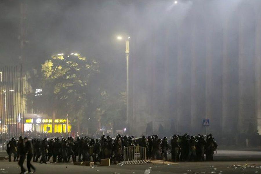 reuters - <b>В постсоветских странах то и дело вспыхивают вооруженные конфликты и протесты.</b> Рассказываем, что это значит - Заборона