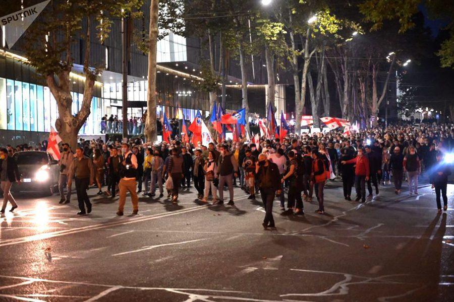 sputnik   vladimir umikashvili - <b>На выборах в Грузии выиграла правящая партия, оппозиция говорит о фальсификациях и собирает митинги.</b> Коротко рассказываем, что происходит - Заборона