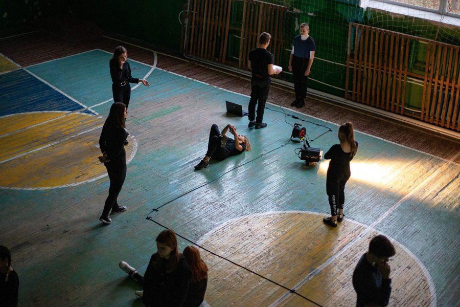 2 2 - <b>Звуки и позы Донбасса.</b> Театральный проект «Город с собой» рассказывает о жизни школьников из прифронтовых городов - Заборона