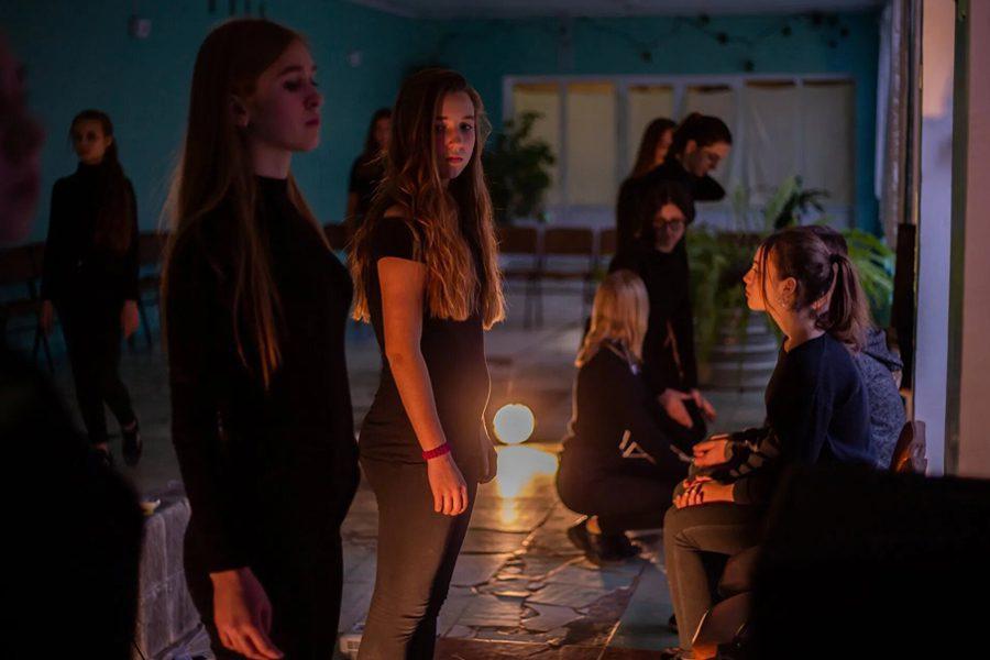3 2 - <b>Звуки и позы Донбасса.</b> Театральный проект «Город с собой» рассказывает о жизни школьников из прифронтовых городов - Заборона