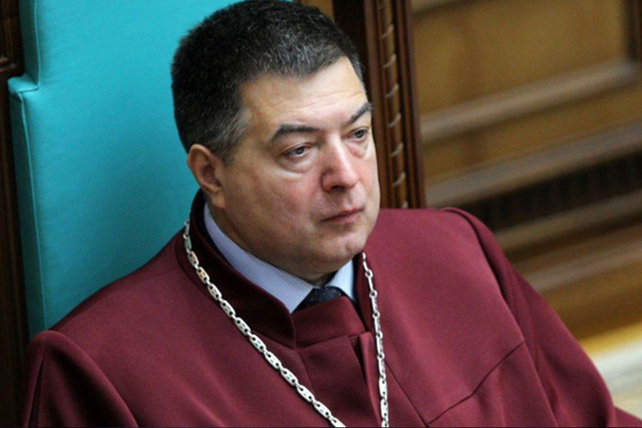 8 1 - <b>Зеленський хоче розпустити Конституційний суд, але це незаконно.</b> Заборона разом з юристами аналізує, які є виходи з політичної кризи - Заборона