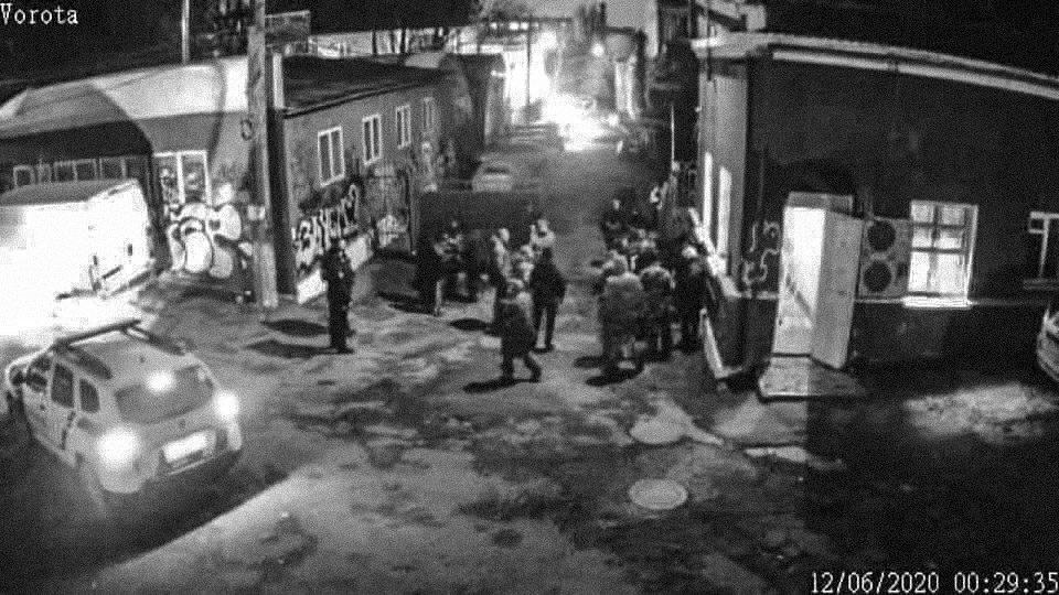 kamera na vjizdi 1 - <b>«Ментовский прием эпохи нулевых».</b> Как полиция и Муниципальная варта нападают на киевские клубы и почему это опасно - Заборона