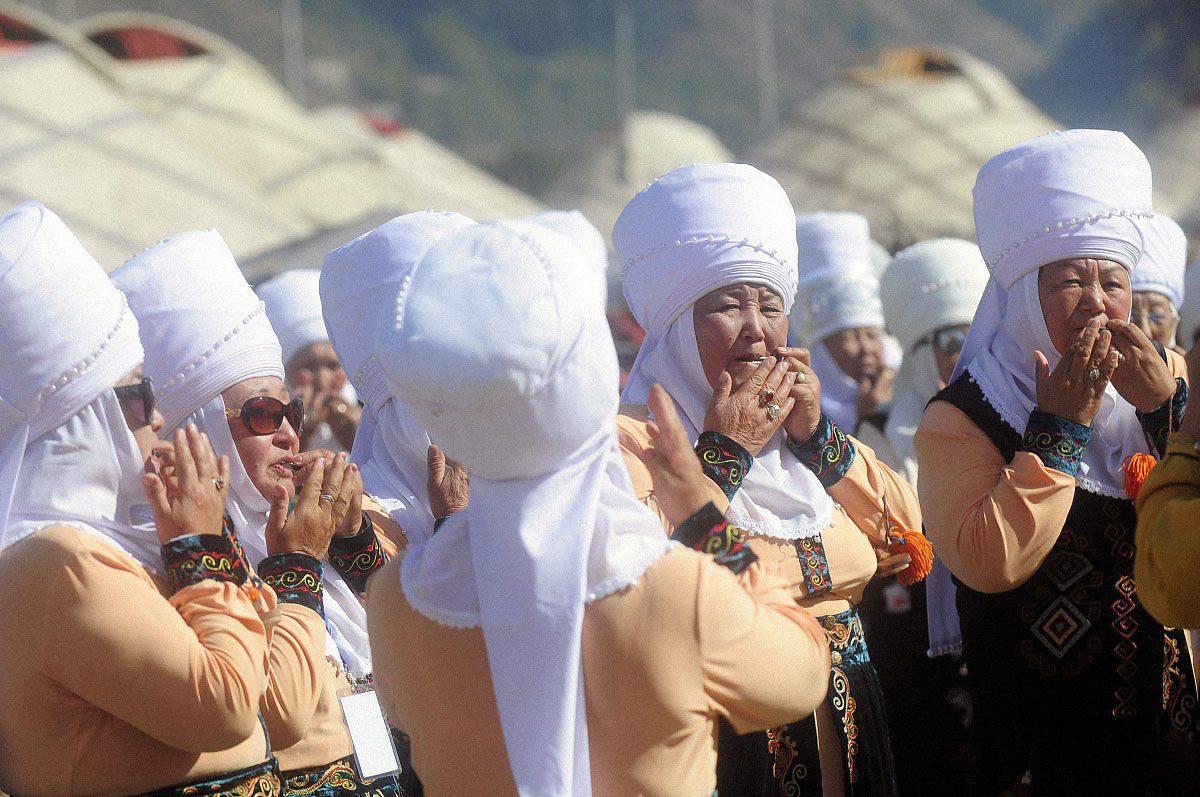 narecheni kirgiztan 01 - <b>«Тут страшно сподобатися комусь».</b> Чому в Киргизстані викрадають наречених і вважають це традицією - Заборона