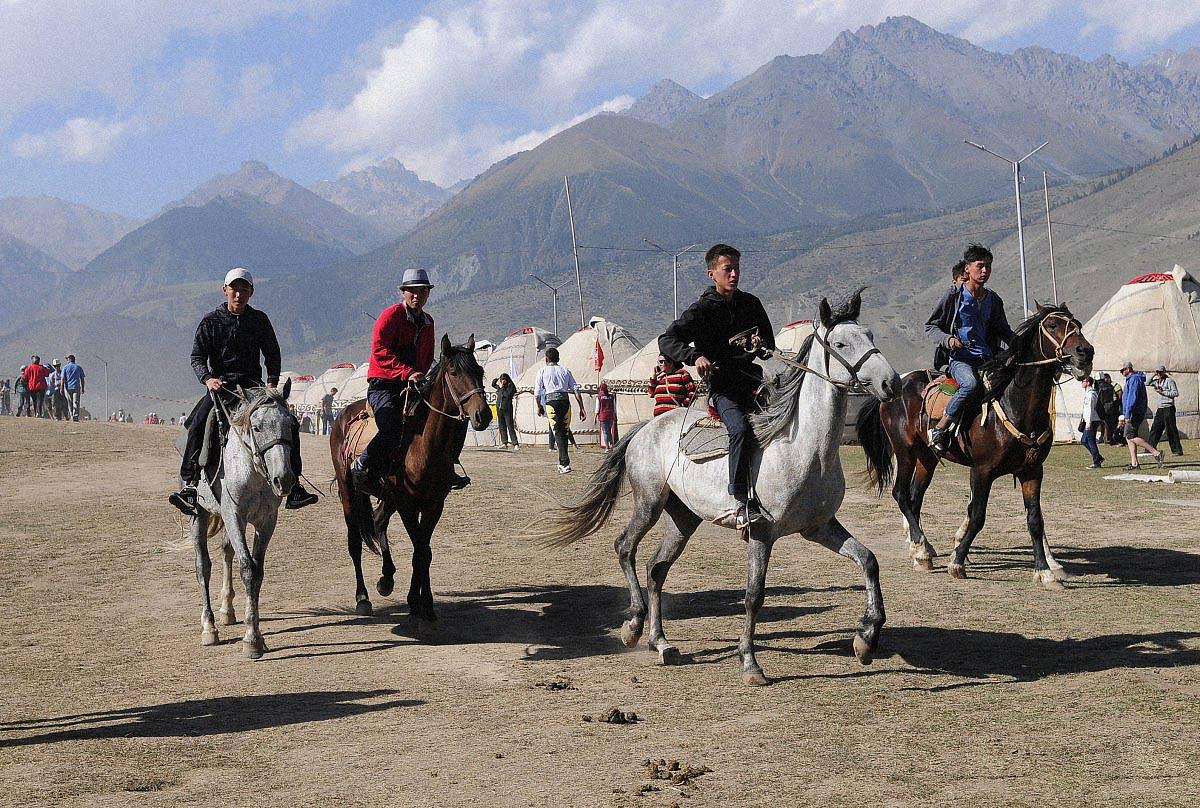 narecheni kirgiztan 02 - <b>«Тут страшно сподобатися комусь».</b> Чому в Киргизстані викрадають наречених і вважають це традицією - Заборона