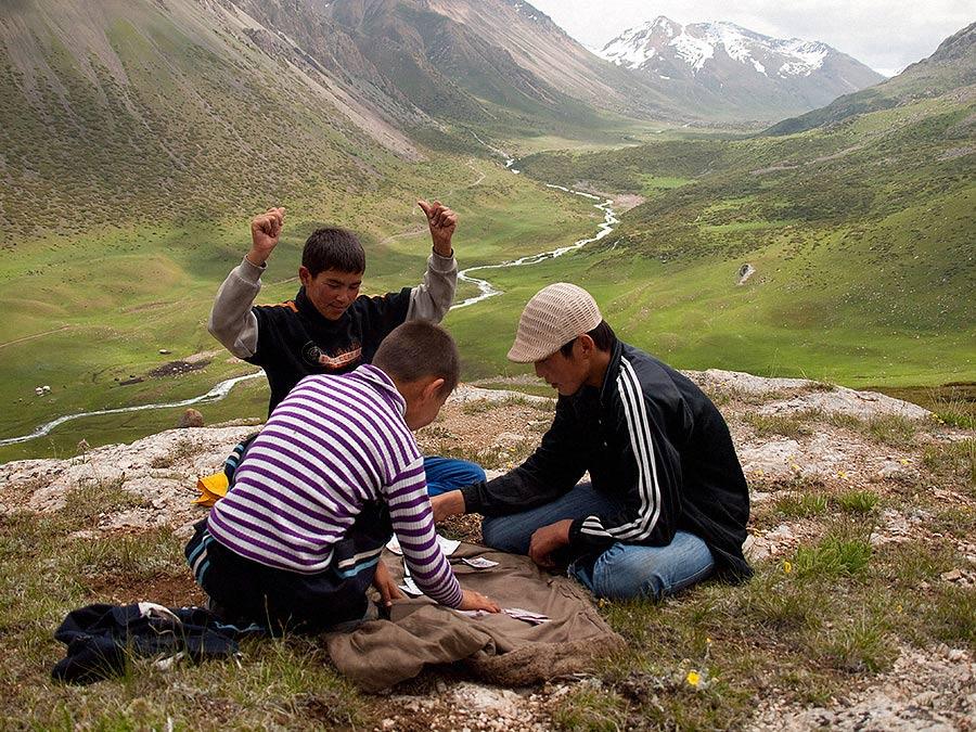narecheni kirgiztan 03 - <b>«Тут страшно сподобатися комусь».</b> Чому в Киргизстані викрадають наречених і вважають це традицією - Заборона