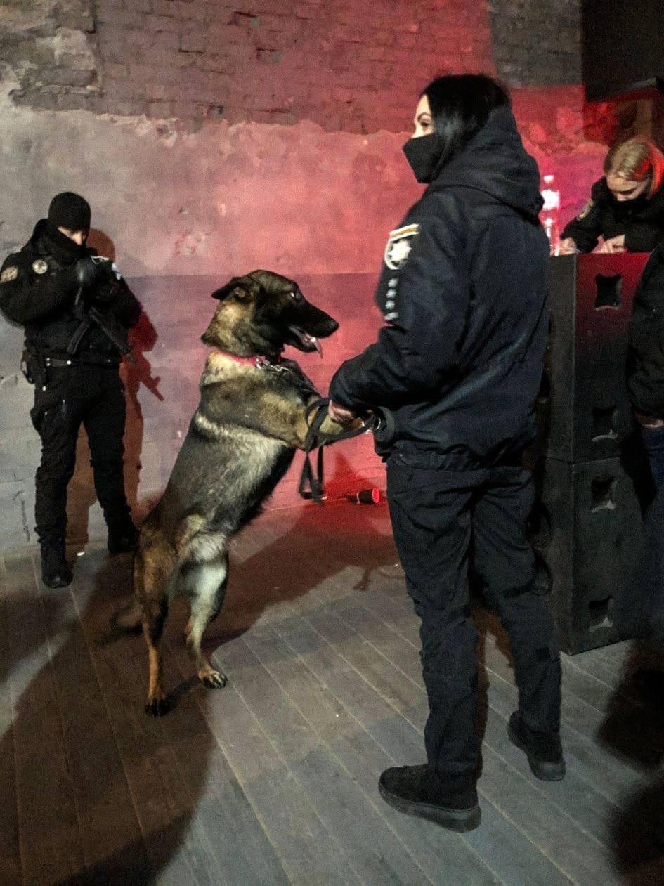 policejska kinologia - <b>«Ментовский прием эпохи нулевых».</b> Как полиция и Муниципальная варта нападают на киевские клубы и почему это опасно - Заборона