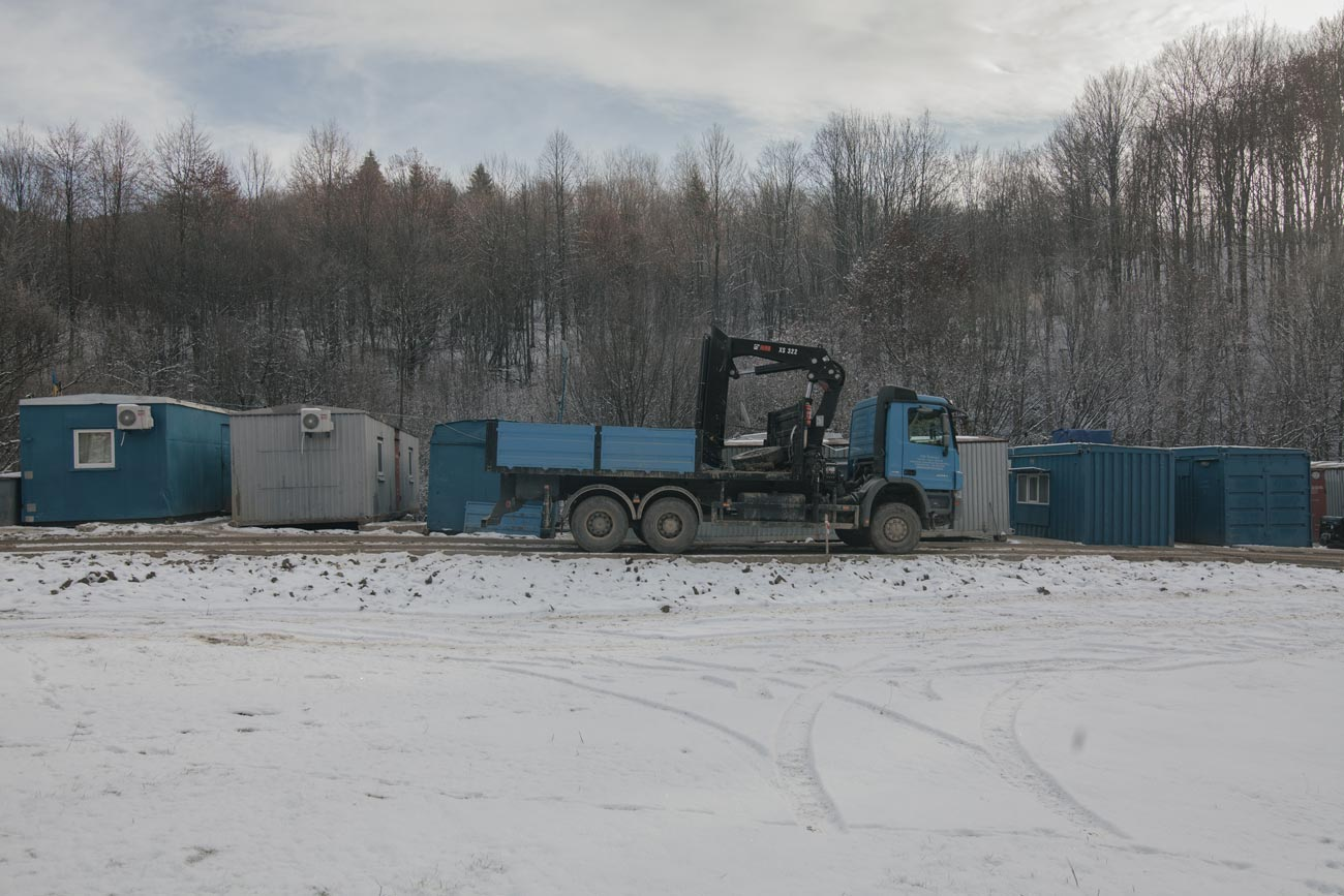 z bukovets 16 web - <b>Gas production began in a tourist village in Transcarpathia without permits.</b> Locals are protesting but to no avail. - Заборона