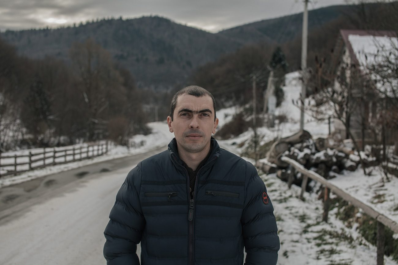 z bukovets 22 web - <b>Gas production began in a tourist village in Transcarpathia without permits.</b> Locals are protesting but to no avail. - Заборона