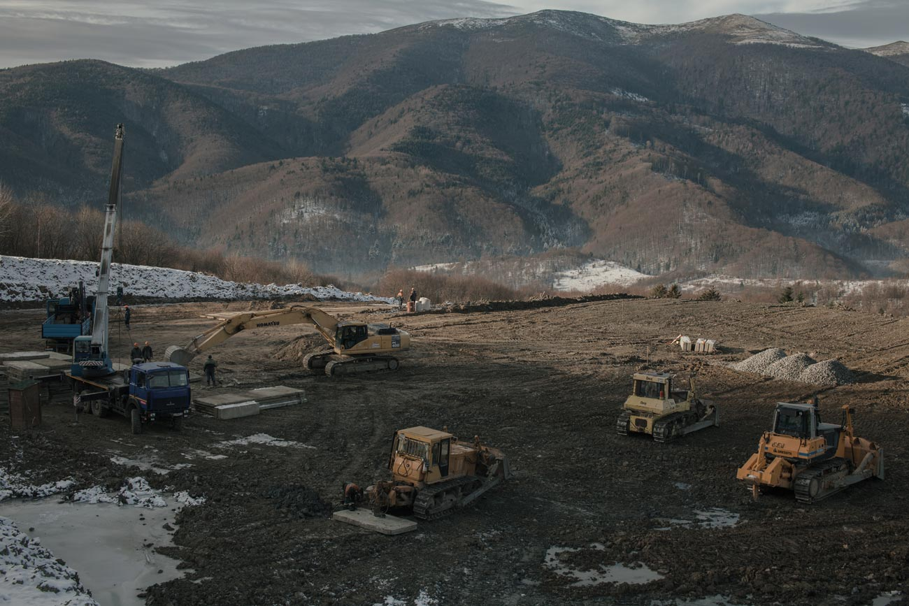 z bukovets 8 web - <b>Gas production began in a tourist village in Transcarpathia without permits.</b> Locals are protesting but to no avail. - Заборона
