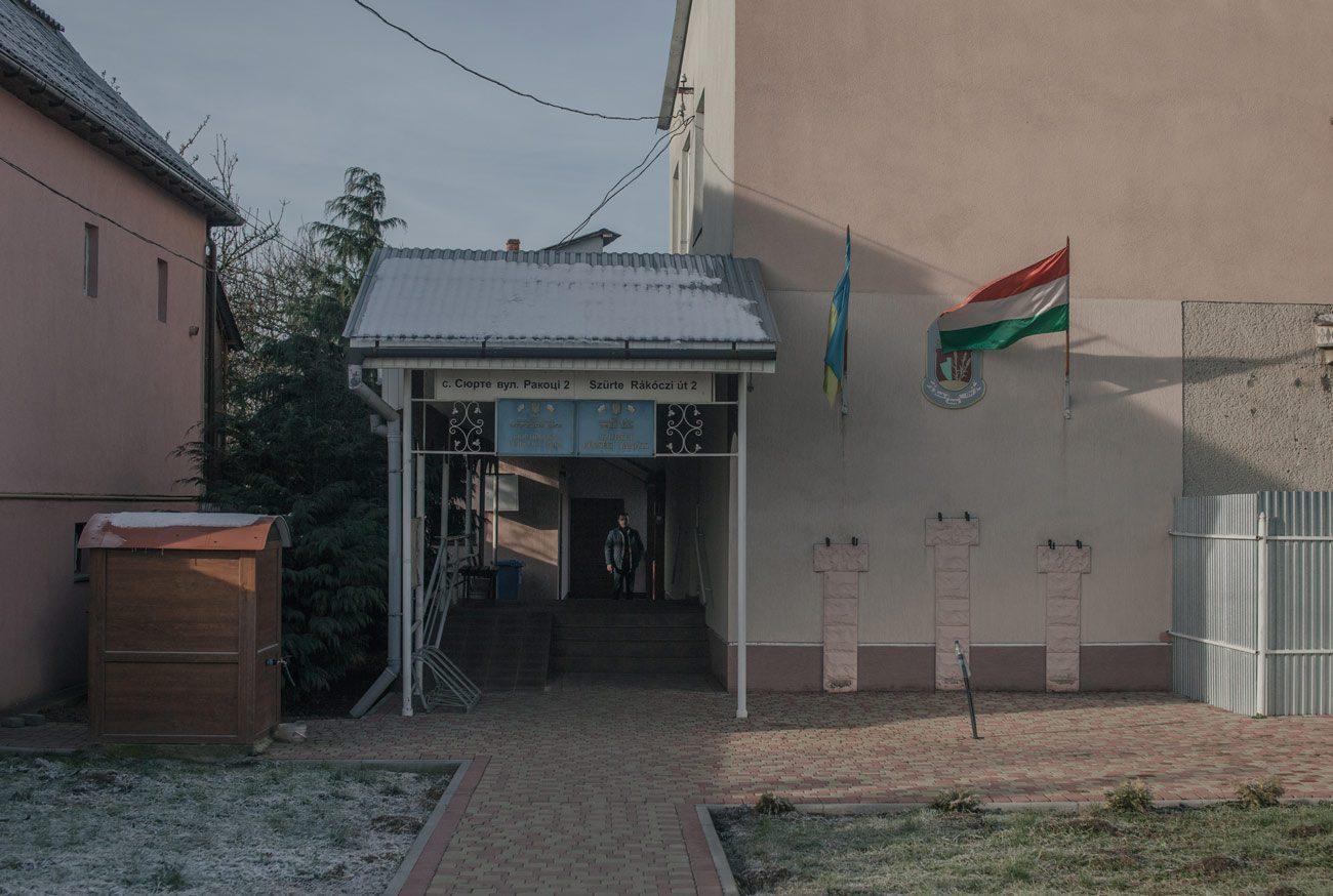 z surte 19 web - <b>«Якби не Угорщина, тут взагалі нічого б не було».</b> Як живе село Сюрте на Закарпатті, де депутати співають угорський гімн - Заборона