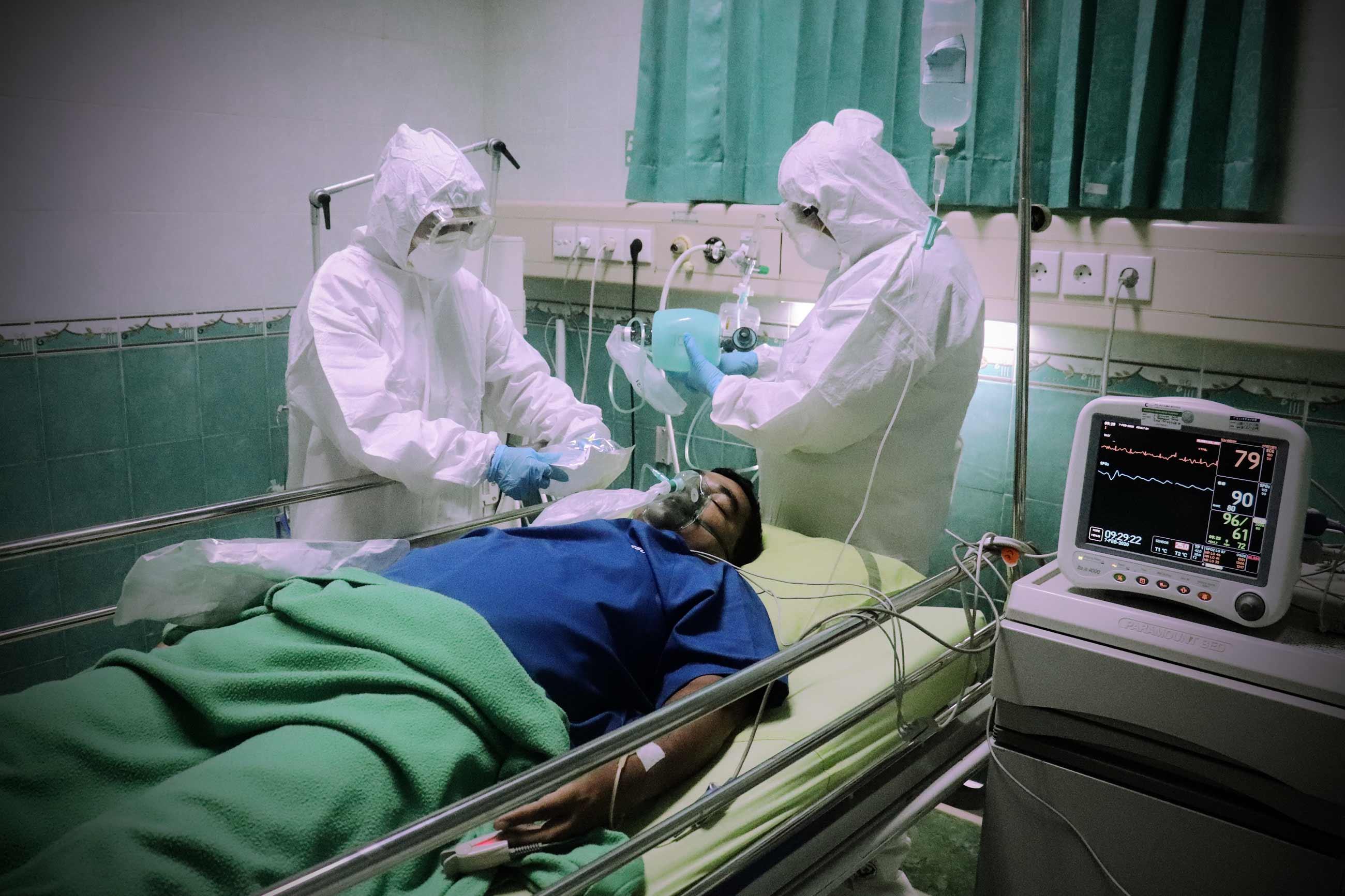 mufid majnun unsplash - <b>2021-й станет годом вакцинации против коронавируса. А вакцина безопасна?</b> С цифрами и фактами отвечаем на вопросы о прививках - Заборона