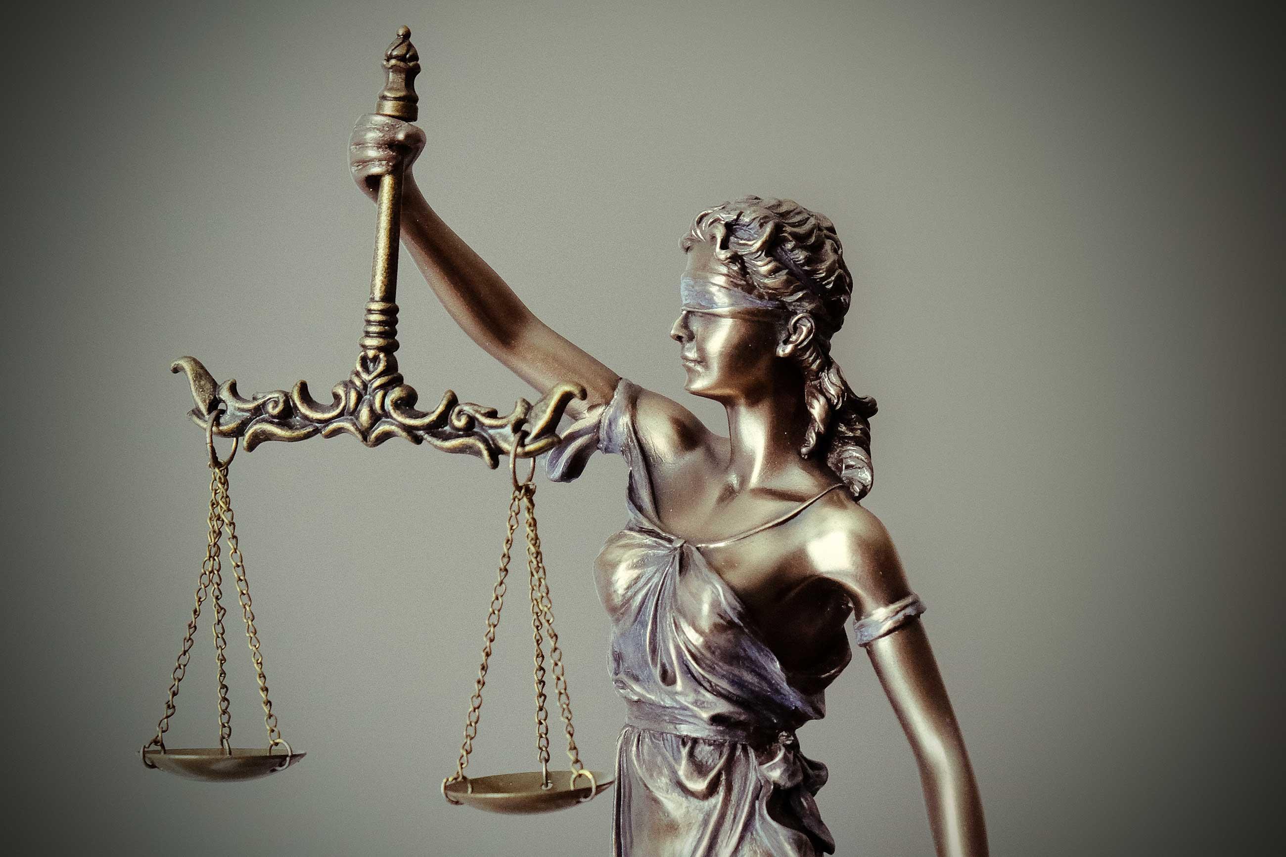 tingey injury law firm unsplash - <b>Коли суддя не знає, за що садять людину.</b> Як працює експертиза політичних мотивів і чому в нас її майже не проводять - Заборона