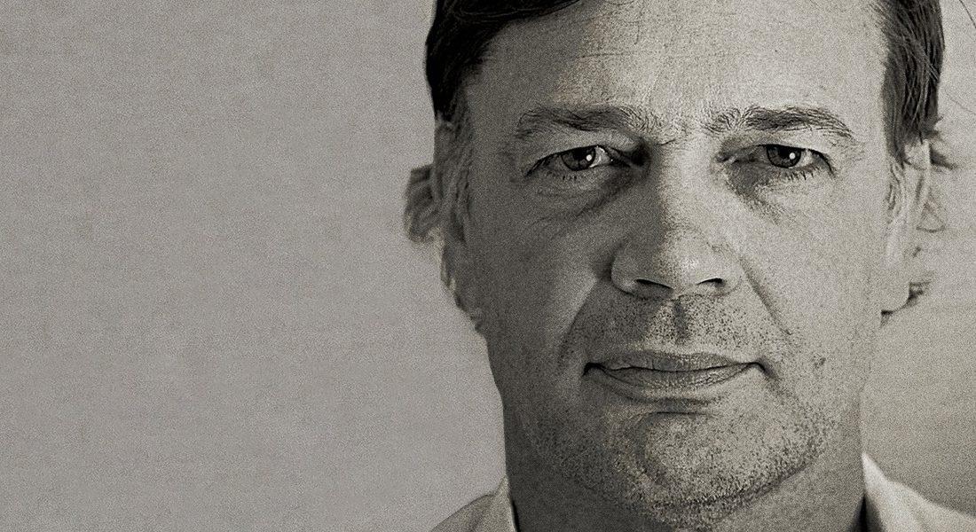 Эндрю Уэйкфилд на постере фильма «Патологический оптимист»