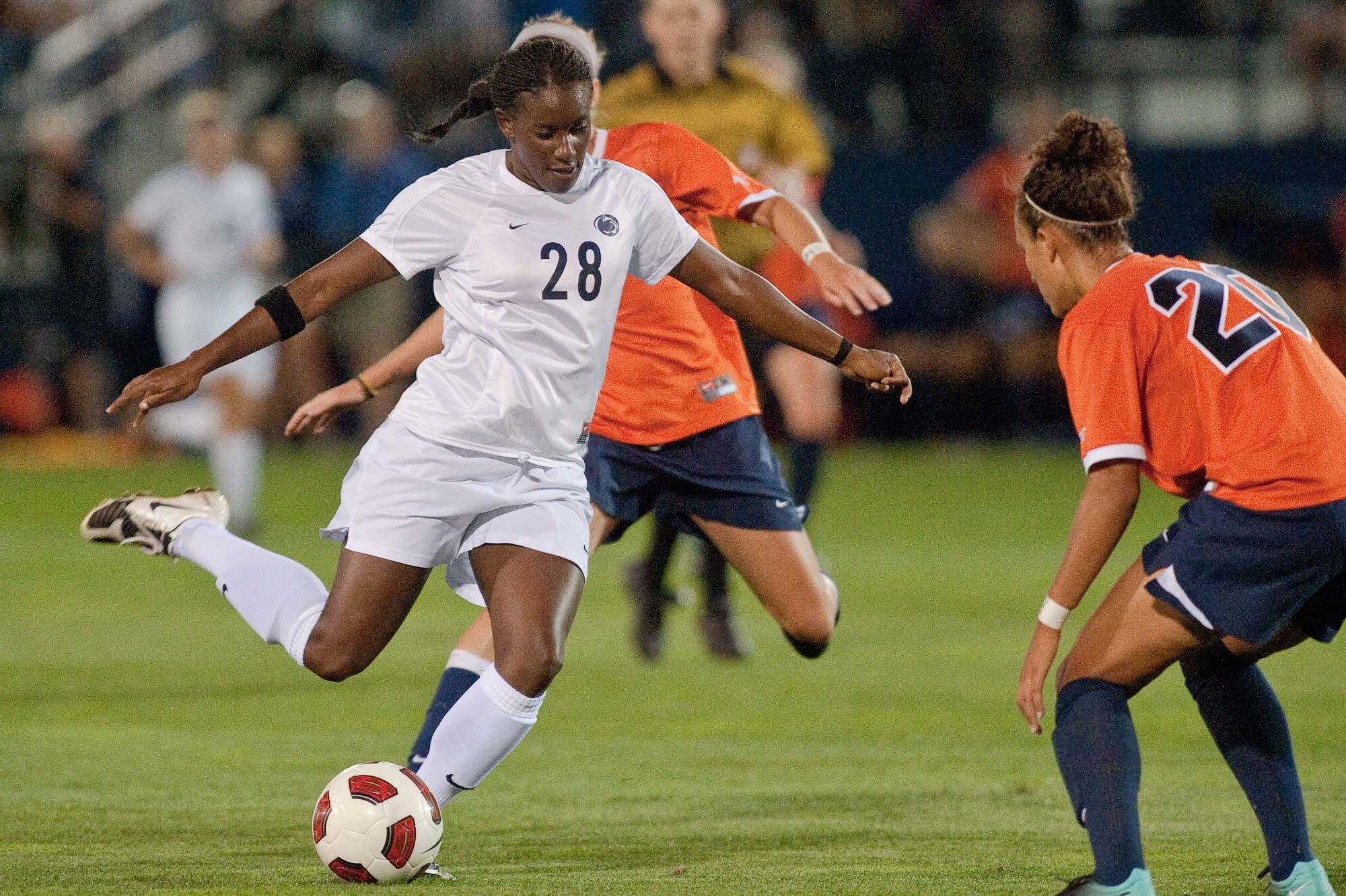 women sport football 01 - <b>«Если ты профессионалка, то это случайность».</b> Как дискриминируют женщин в спорте - Заборона