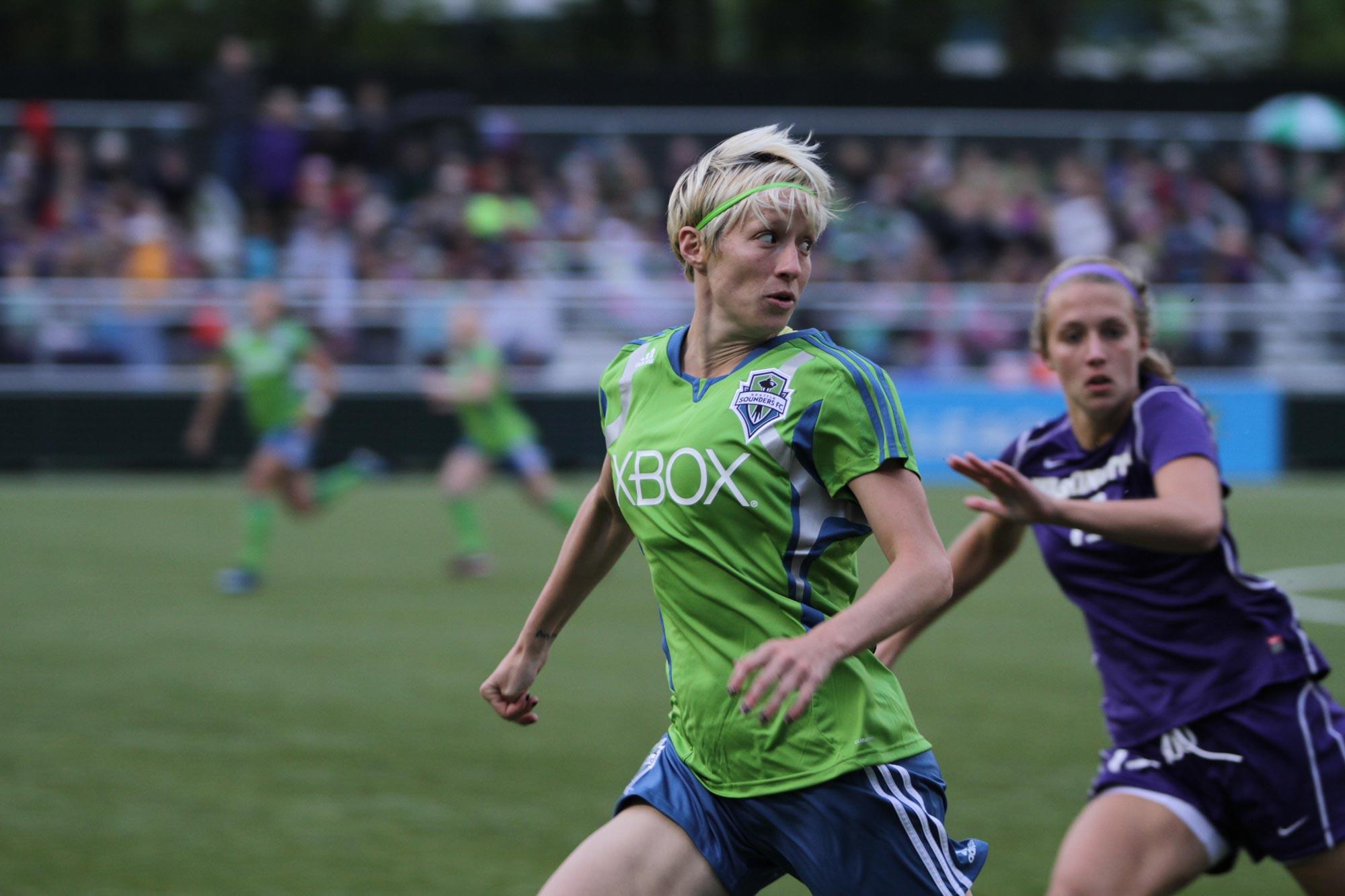 women sport football 02 - <b>«Если ты профессионалка, то это случайность».</b> Как дискриминируют женщин в спорте - Заборона