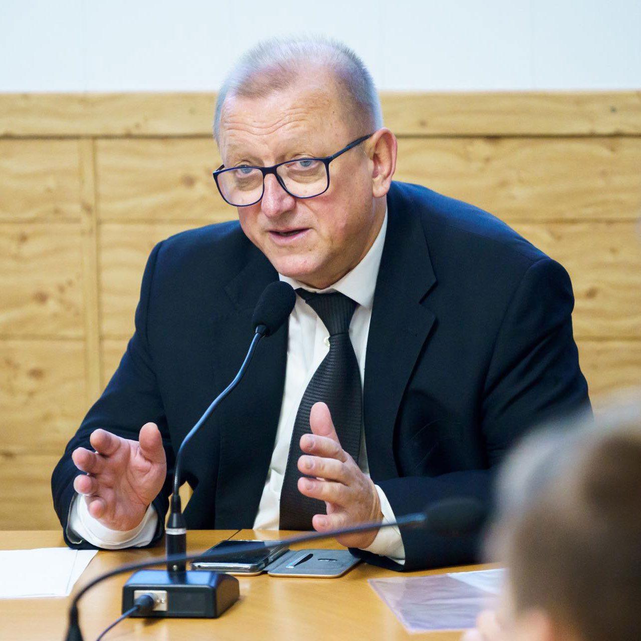 viktor serdiuk - <b>Власти хотят ограничить продажу лекарств детям.</b> Объясняем, с чем это связано, и как сегодня функционирует рынок лекарств - Заборона