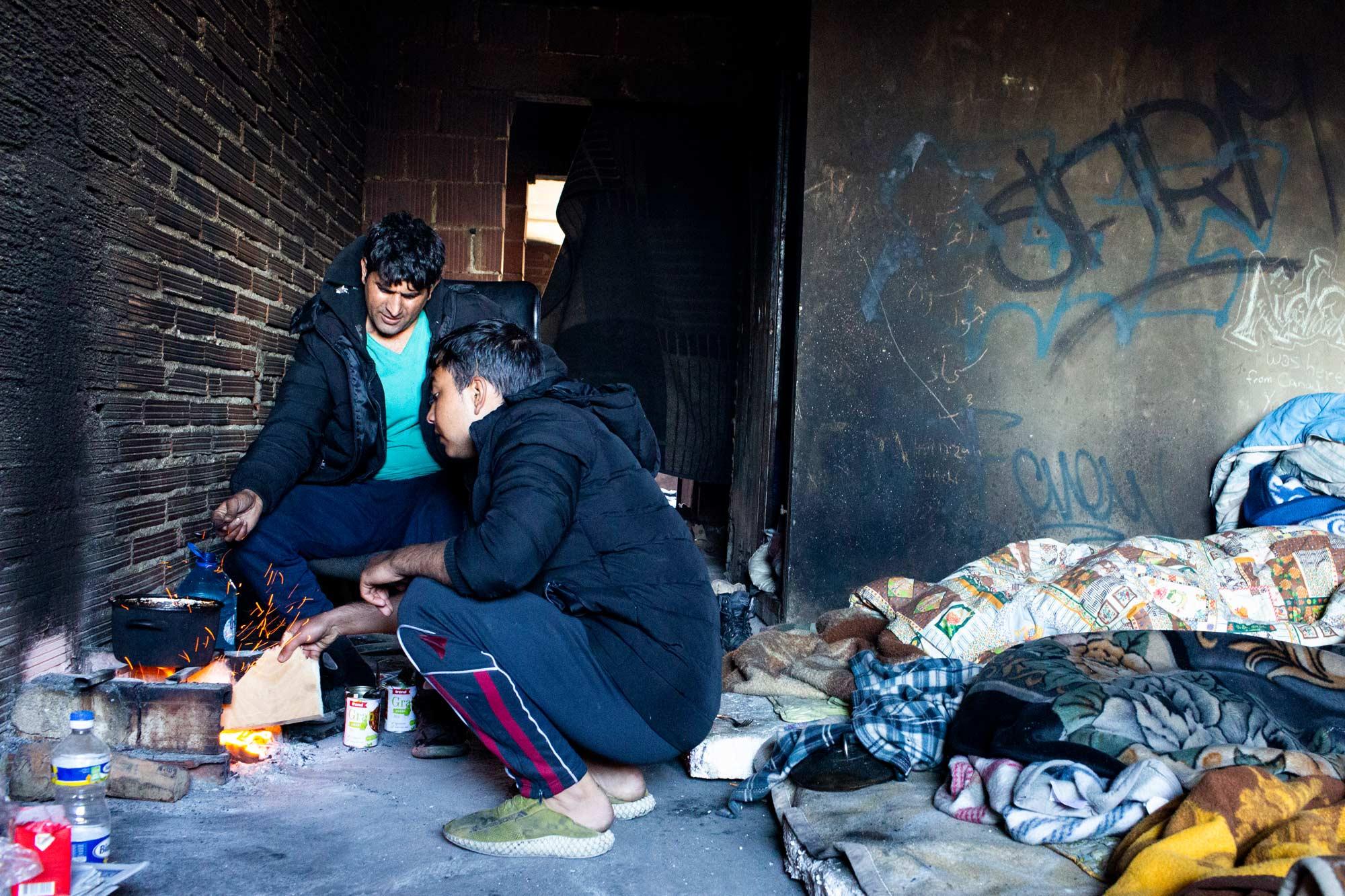 desperate refugees and migrants esan 1 - <b>Крепость «Европа»:</b> как мигранты сталкиваются с полицейской жестокостью на Балканах - Заборона