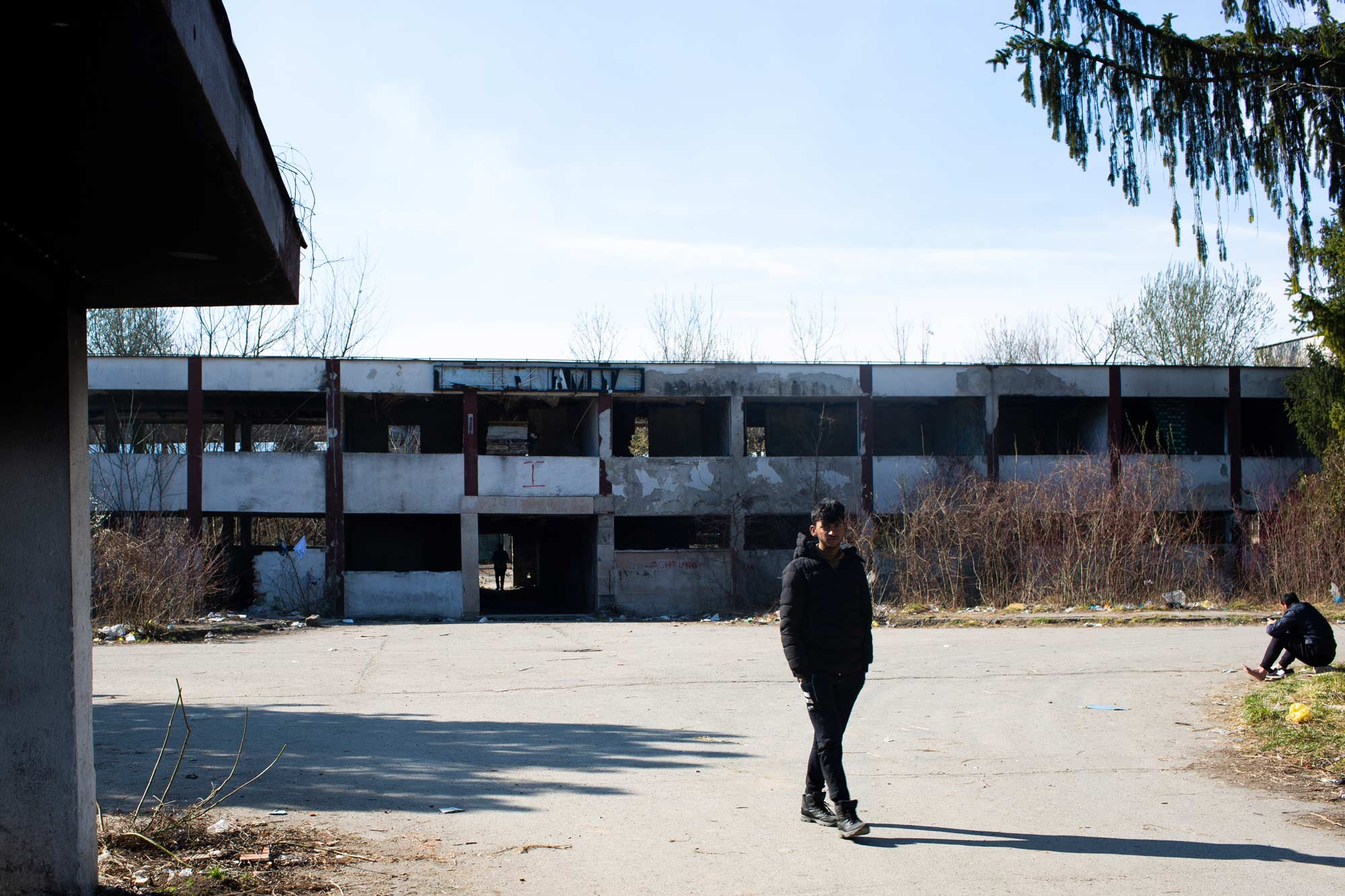 desperate refugees and migrants factory - <b>Крепость «Европа»:</b> как мигранты сталкиваются с полицейской жестокостью на Балканах - Заборона
