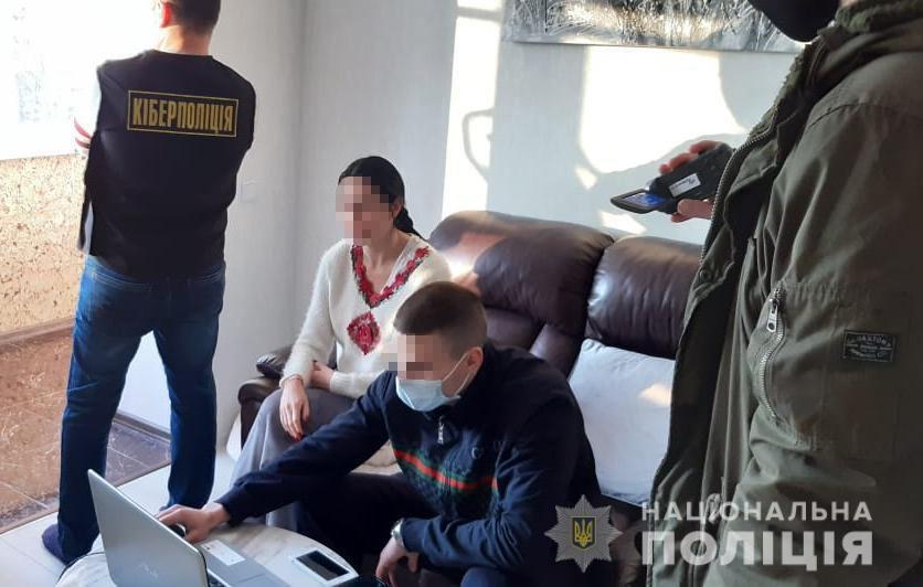 erotic pictures police 03 - <b>В Украине можно получить семь лет тюрьмы за убийство и столько же — за продажу интимных фото.</b> Рассказываем, почему это так - Заборона