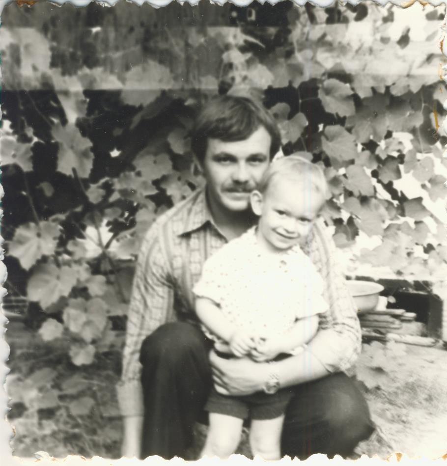 adnriy family 04 - <b>В поисках родителей.</b> Рассказываем истории тех, кто отыскал самых близких людей через много лет - Заборона