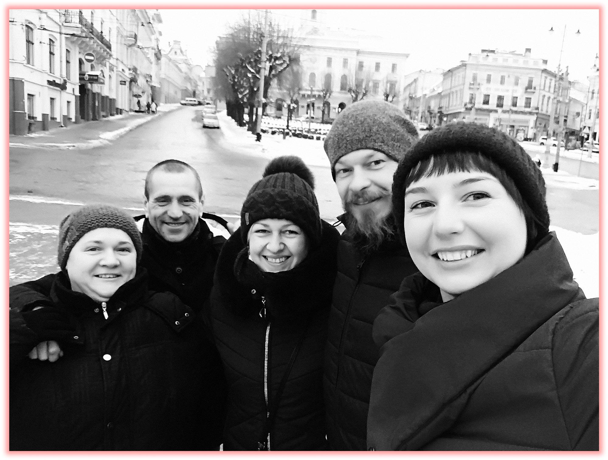 adnriy with family - <b>В поисках родителей.</b> Рассказываем истории тех, кто отыскал самых близких людей через много лет - Заборона