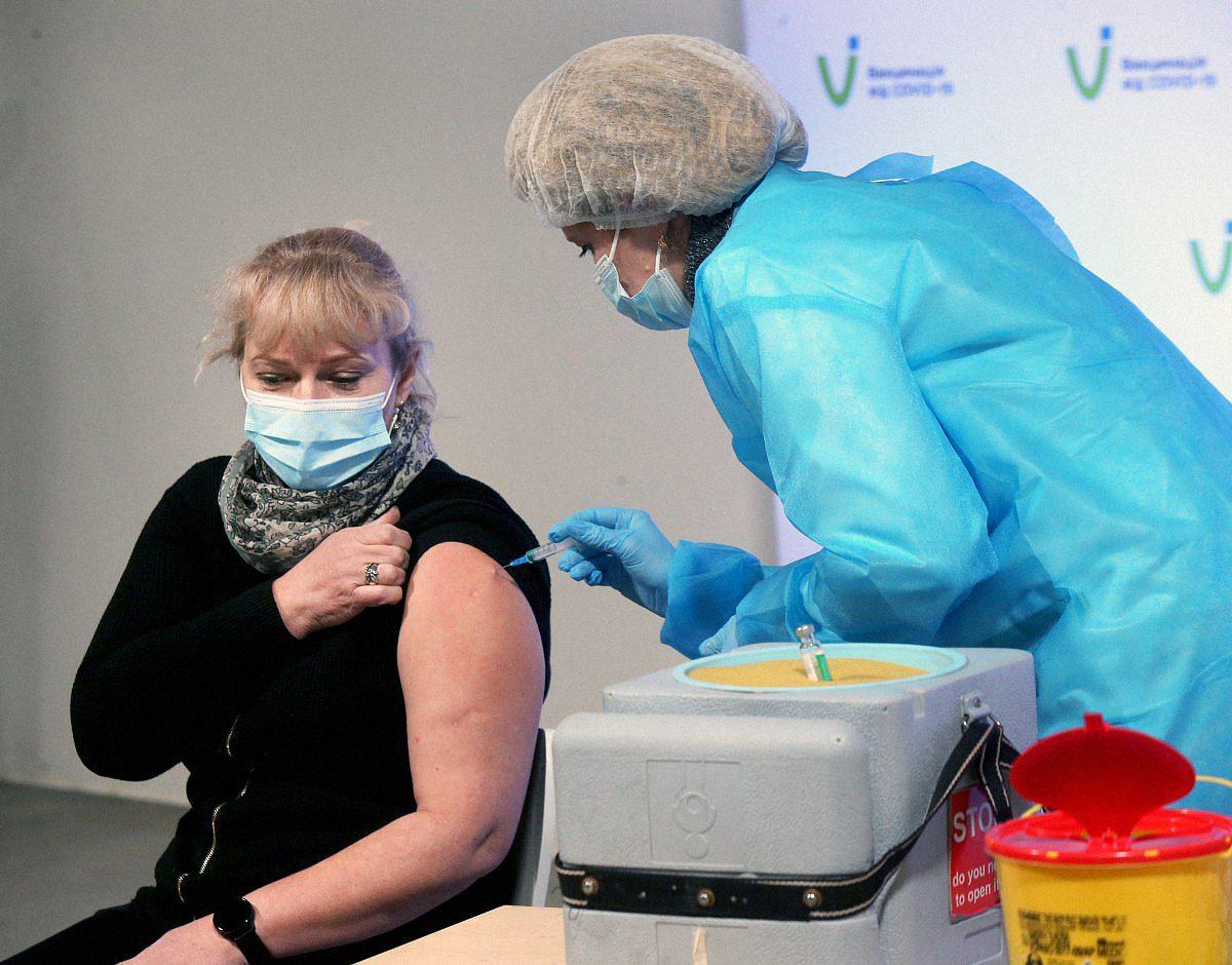 covid vaccination in ukraine 1045123 - <b>Лікарні переповнені, а на госпіталізацію годі сподіватися?</b> Без паніки відповідаємо на актуальні питання про пандемію - Заборона
