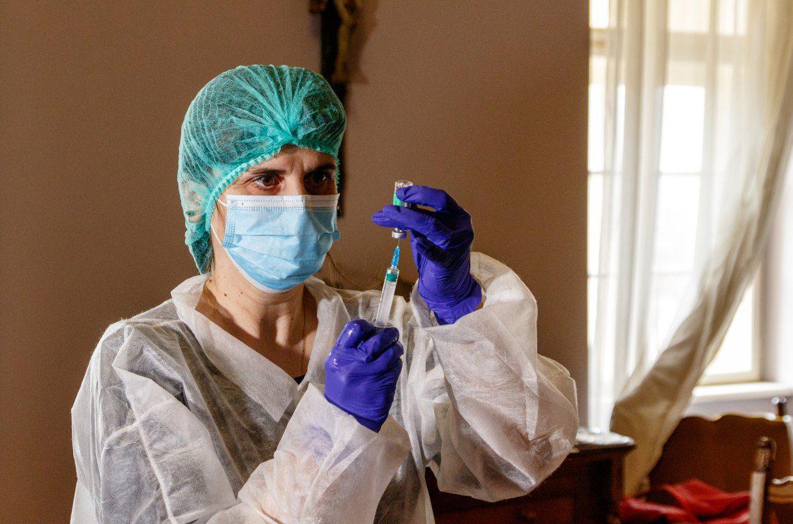 covid vaccination in ukraine 1047493 - <b>Лікарні переповнені, а на госпіталізацію годі сподіватися?</b> Без паніки відповідаємо на актуальні питання про пандемію - Заборона