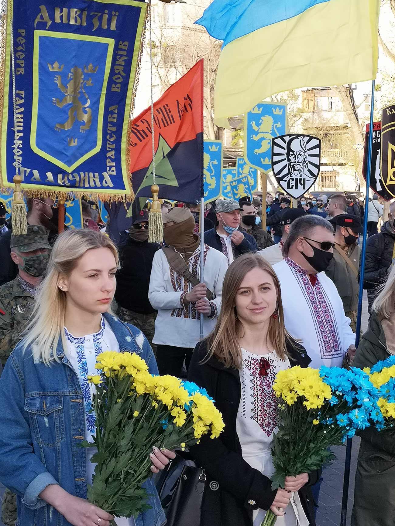 """marsh ss galichina 183125 - <b>Допоможіть знайти загублені літери.</b> Як в Києві пройшов марш на честь дивізії СС """"Галичина"""" - Заборона"""