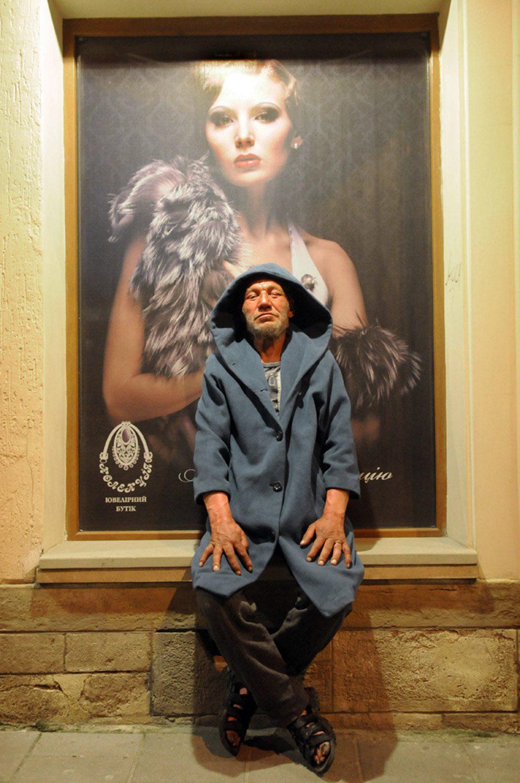 slaviks fashion fb 01 - <b>Мода Славика.</b> Фотосерия о львовском бездомном — в «Уровне цензуры» - Заборона
