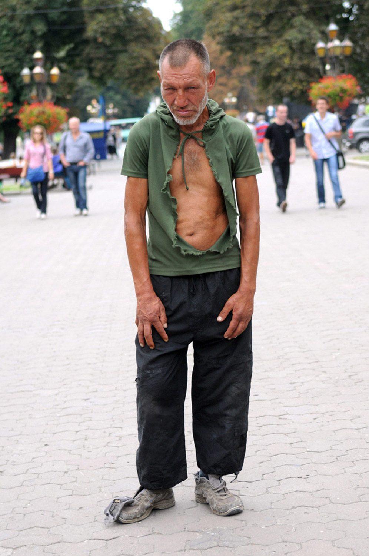 slaviks fashion fb 05 - <b>Мода Славика.</b> Фотосерия о львовском бездомном — в «Уровне цензуры» - Заборона