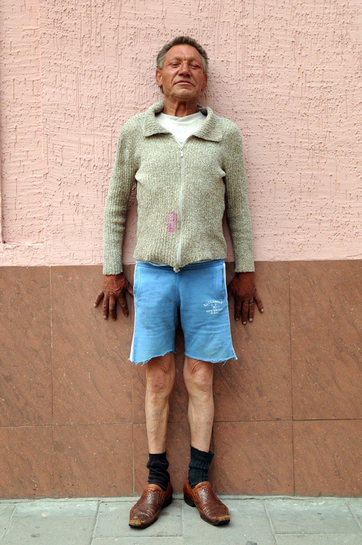 slaviks fashion fb 12 - <b>Мода Славика.</b> Фотосерия о львовском бездомном — в «Уровне цензуры» - Заборона