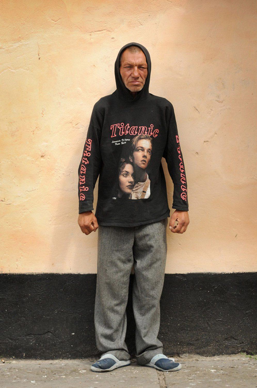 slaviks fashion fb 14 - <b>Мода Славика.</b> Фотосерия о львовском бездомном — в «Уровне цензуры» - Заборона