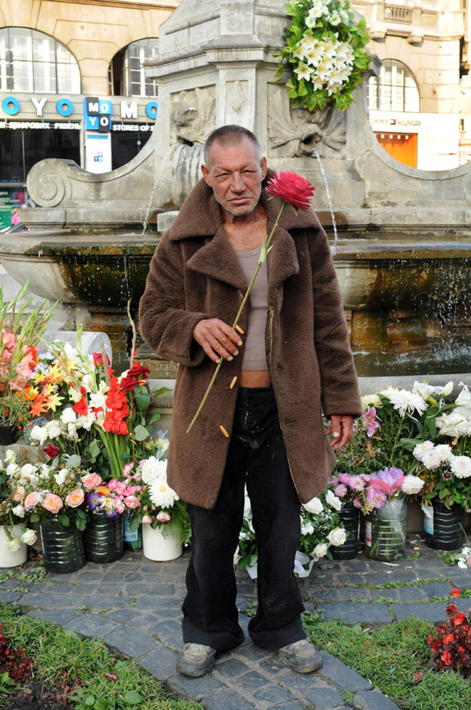 slaviks fashion fb 15 - <b>Мода Славика.</b> Фотосерия о львовском бездомном — в «Уровне цензуры» - Заборона