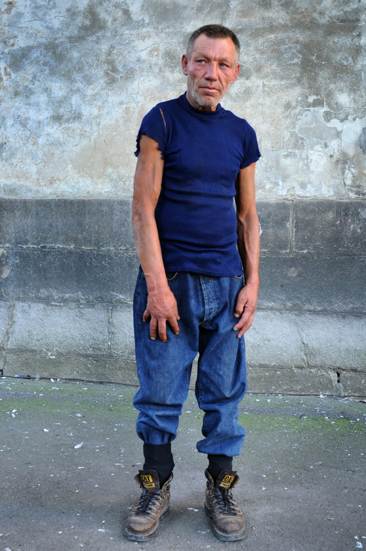 slaviks fashion fb 18 - <b>Мода Славика.</b> Фотосерия о львовском бездомном — в «Уровне цензуры» - Заборона