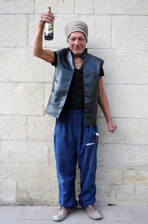 slaviks fashion fb 19 - <b>Мода Славика.</b> Фотосерия о львовском бездомном — в «Уровне цензуры» - Заборона
